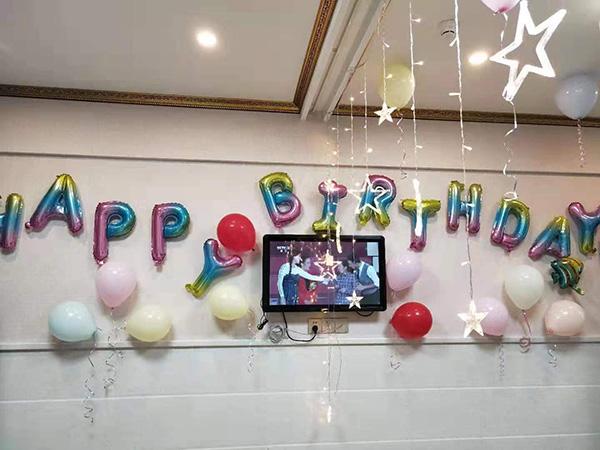 医院最后一名长宁地震伤员出院:恰逢生日,病房办生日会
