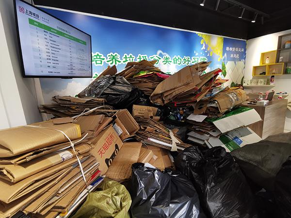 """每天收上千斤可回收物,上海这个回收站""""身子小胃口大"""""""