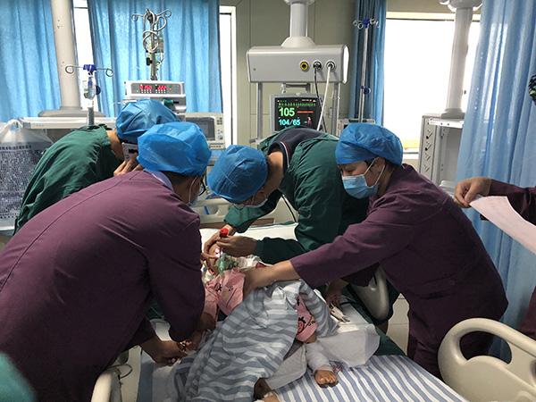 贵州水城山体滑坡后3岁男孩成遗孤,今日将赴省城接受治疗
