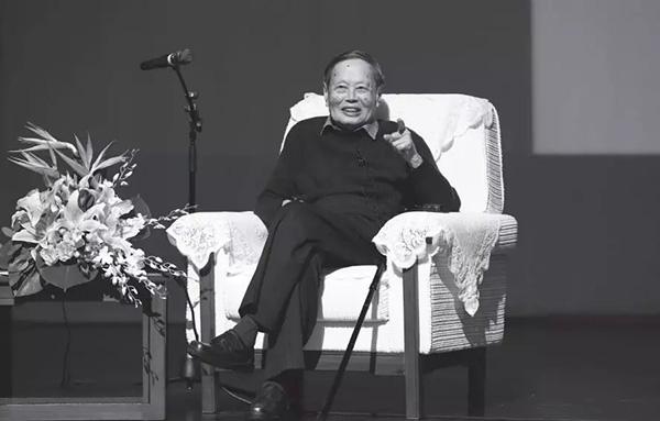杨振宁国科大演讲互动:我懂高能物理,我认为你不要走这方向