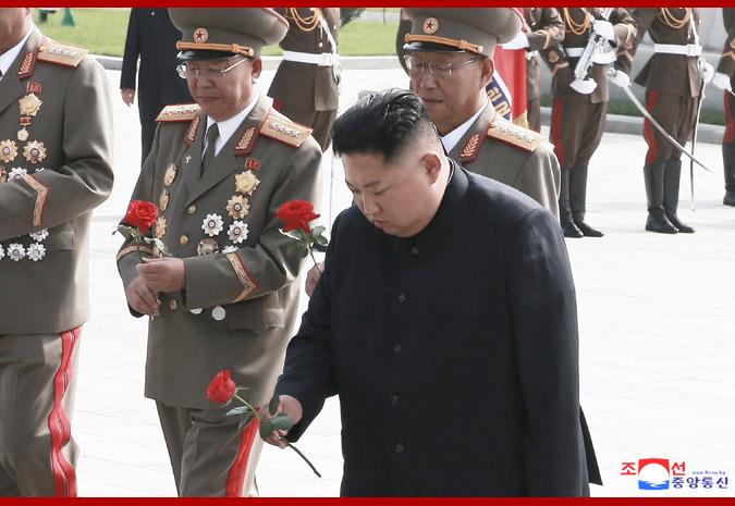 金正恩凭吊烈士陵园,纪念《朝鲜停战协定》签署66周年
