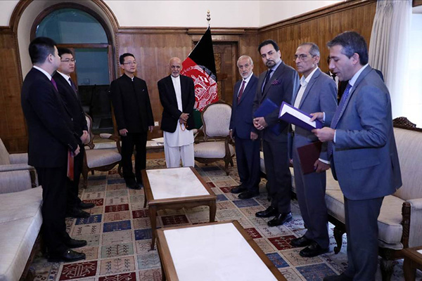 中国驻阿富汗大使刘劲松即将离任,获授阿富汗国家勋章