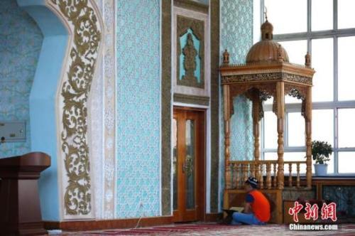 新疆有宗教活动场所2.48万座,充分尊重各民族宗教信仰