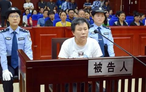 安徽蚌埠一粮站女站长获刑:曾锁县粮食局大门,殴打副局长