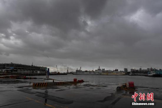 香港天文台发布今年首个八号风球:部分交通受阻,16人受伤