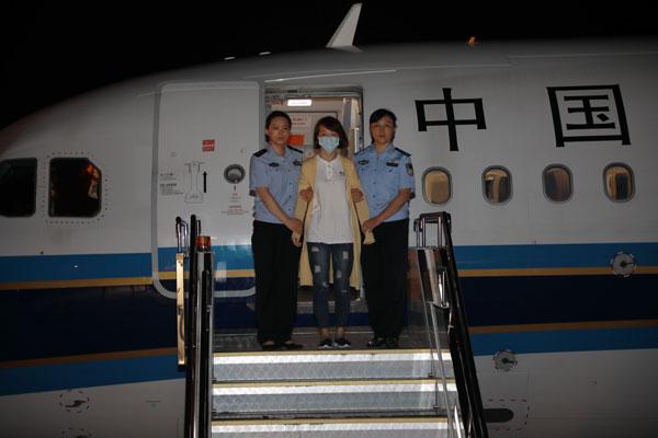 藏匿在柬埔寨的4名职务犯罪嫌疑人和重要涉案人被缉捕归案