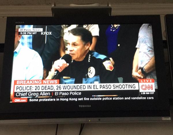 美国枪击案致20死:枪手21岁,持AK47向人群射击