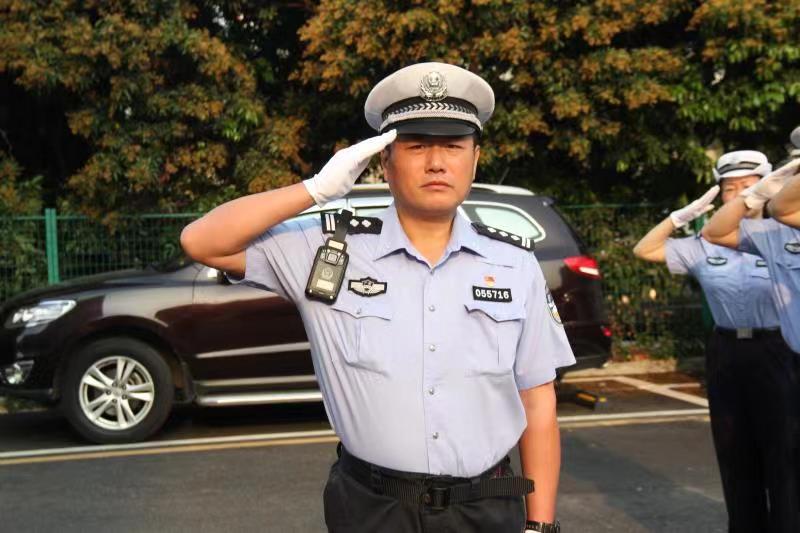 深圳交警一中队长巡逻返回办公室突发不适殉职,年仅47岁