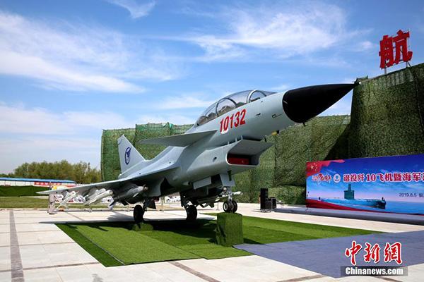 一架退役歼10战机入驻银川黄河军事文化博览园