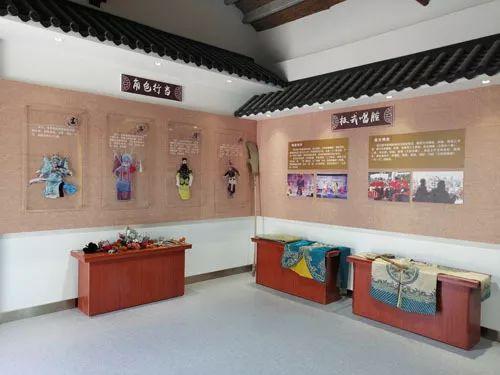 章丘梆子博物馆内陈戏服和头饰