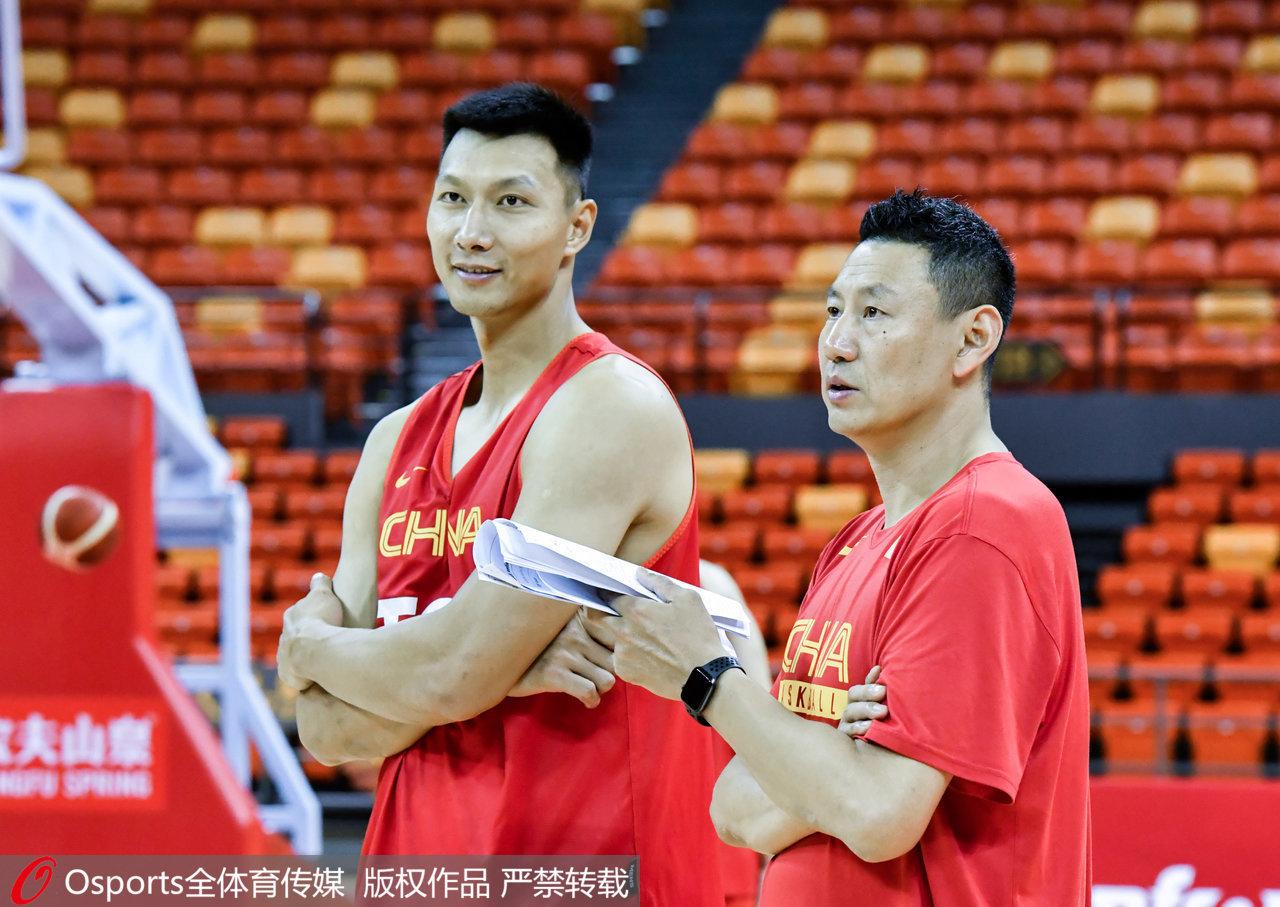 李楠还在犹豫?中国男篮再次调整人员,锋线乏力靠谁解决