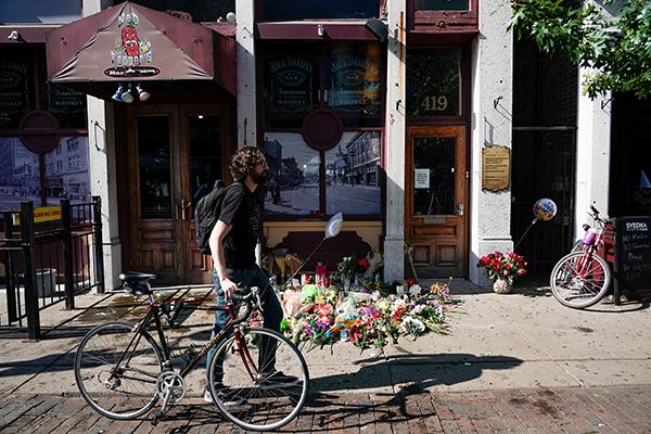 特朗普将访问两座发生枪击案城市,控枪立法获跨党派支持