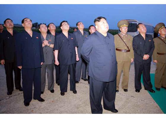 朝中社:金正恩观摩新型战术导弹发射,警告美韩军演