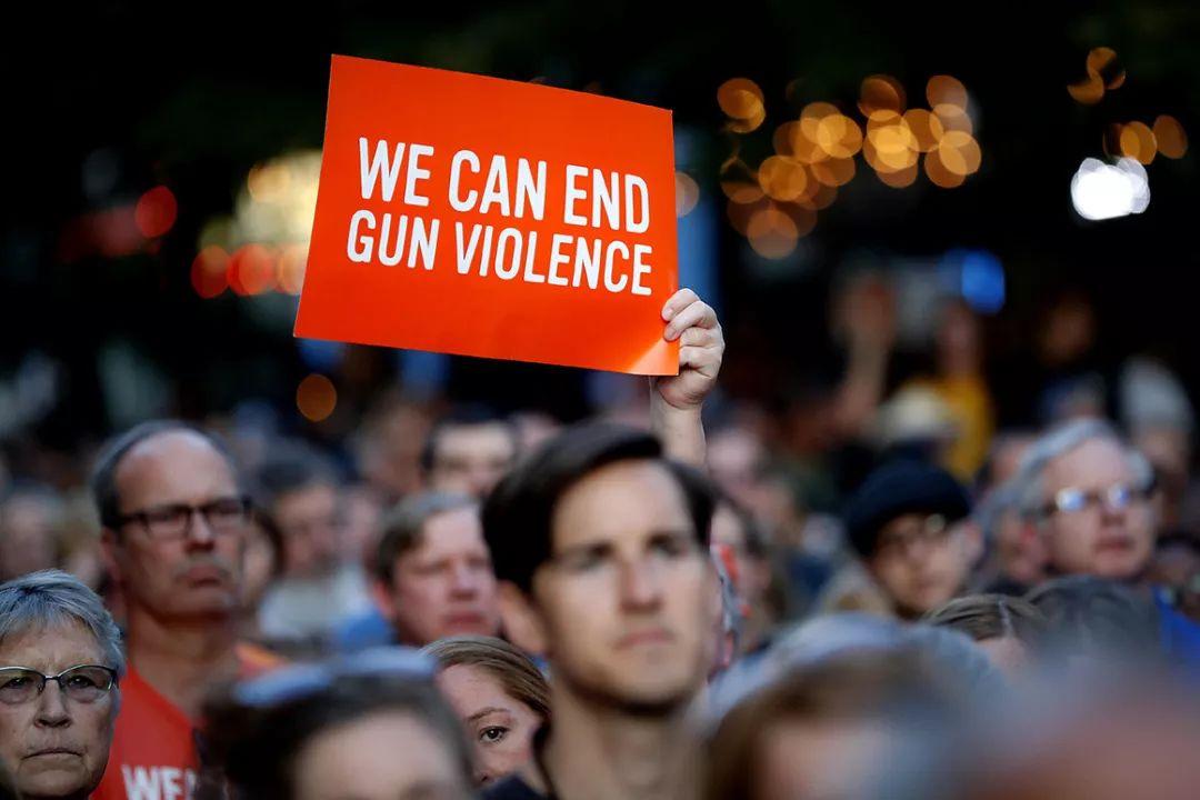 在美国,谁有资格拥枪?