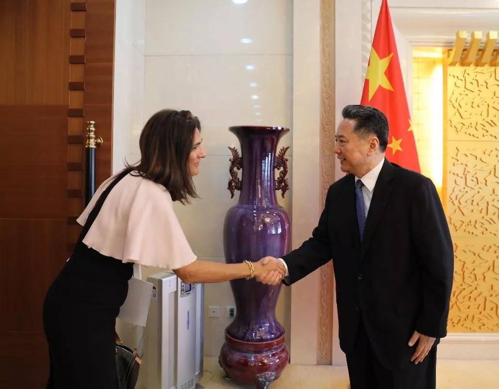 交通运输部部长李小鹏在京会见哥伦比亚交通部部长