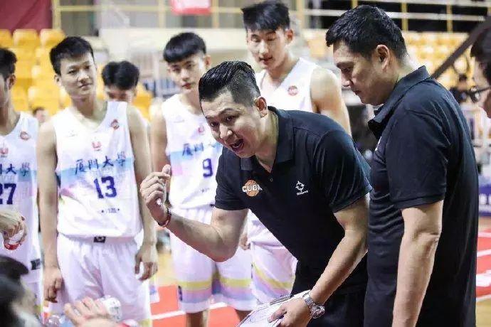 """厦大篮球队员联名控诉教练""""七宗罪"""",林晨耀多重身份引争议"""