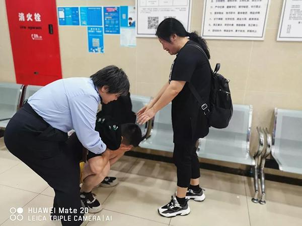 小伙奔波2700公里寻母,上海民警促成迟到26年的重逢