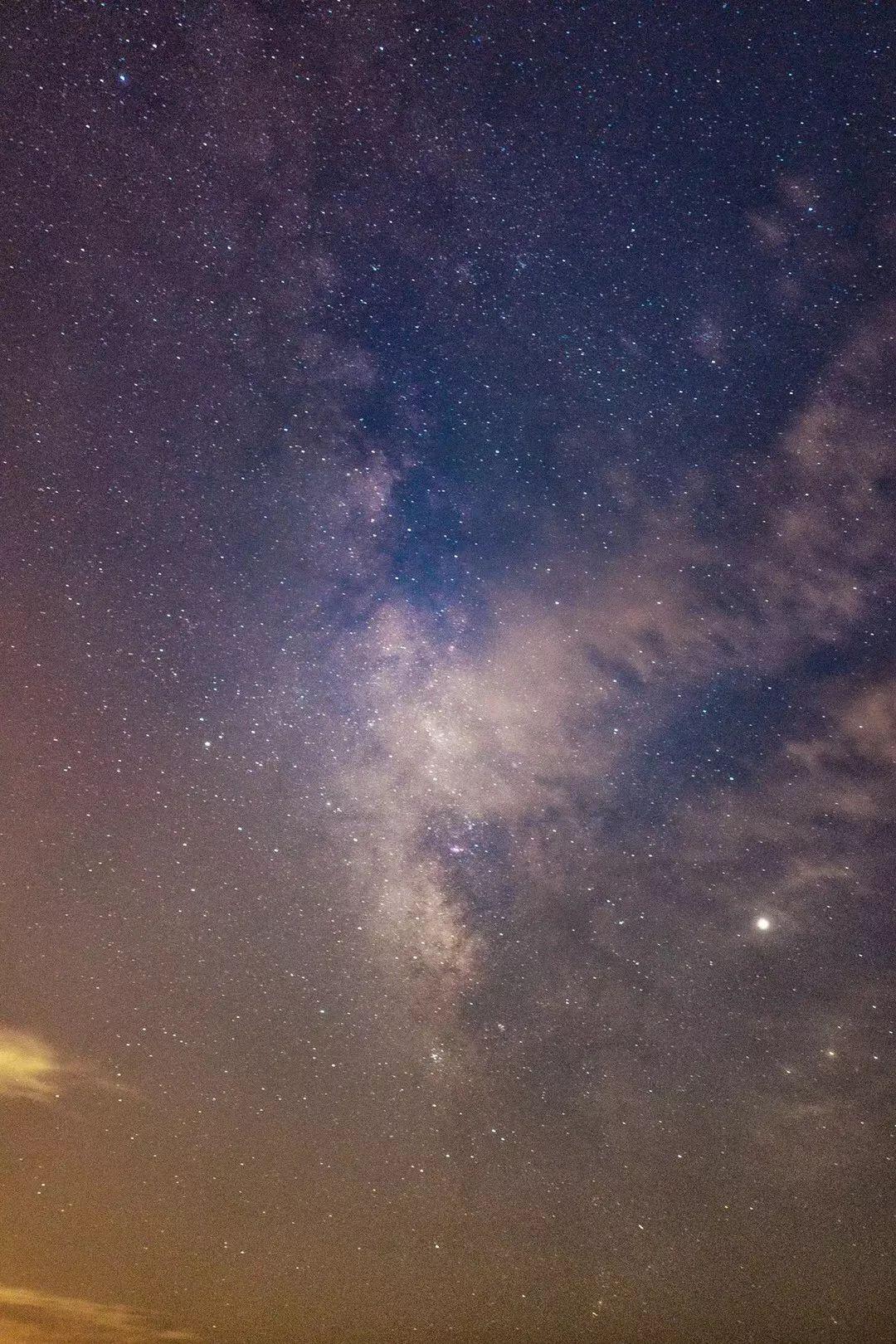 赣州银河欢乐影�_这是摄影师qm前天晚上在小竹山拍摄的银河 漫天繁星 在无锡太罕见啦!