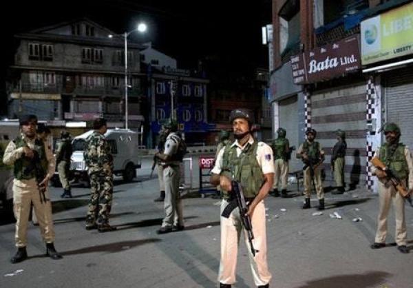 """<b>美外交官否认印度提前告知""""将取消印控克什米尔特殊地位""""</b>"""