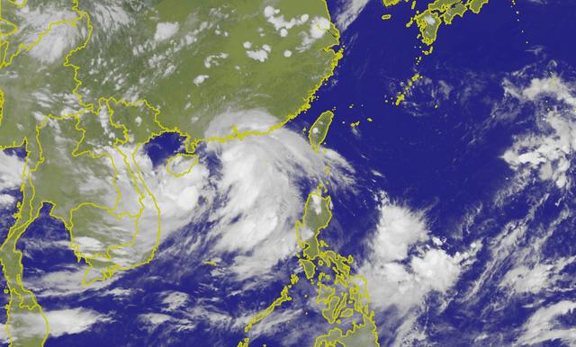 """台风""""韦帕""""即将达到,风雨浪潮共同袭击华南沿海"""