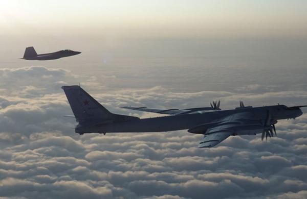 俄军2架轰炸机抵近阿拉斯加,美加两国7架战机紧急拦截