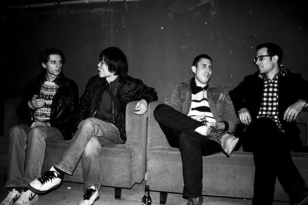 2010年11月在D-22。图中人物从左至右依次是:Tom Hancock, Liu Kai, Josh Feola和Benny Shaffer。图片由Josh Feola提供