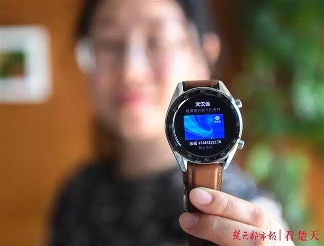 武汉12岁男孩电子公交卡莫名多出1400万,居然还能购物