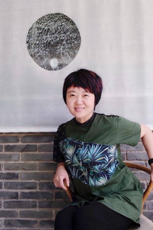 专访|散文家周晓枫:写作就像一个追逐的过程