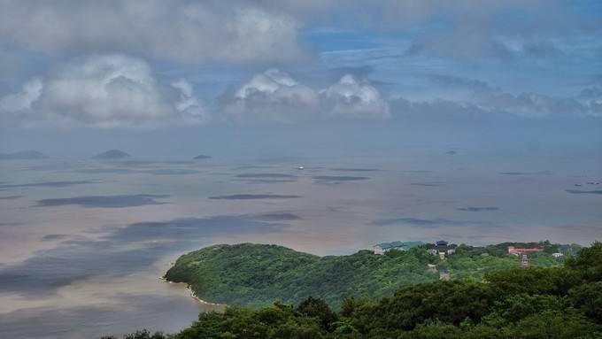 浙江各地多个旅游景点关闭,严阵以待防台风