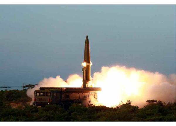 射导弹、视察神秘潜艇,朝鲜一周内三次军事动作有何目的?