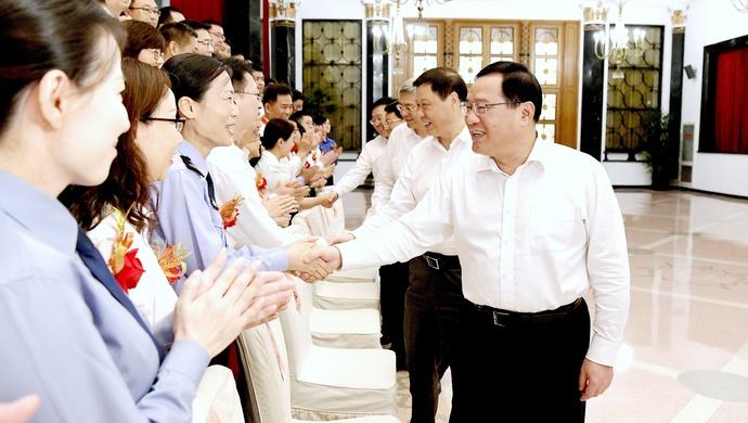 """""""人民满意""""是最高褒奖,李强应勇今天会见这些优秀公务员"""