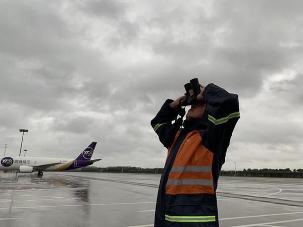 """受""""利奇马""""影响,杭州机场10日航班大面积取消"""