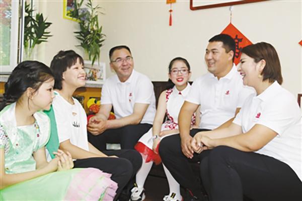 """新疆库尔班大叔后人:""""团结互助是对党最好的感恩"""""""