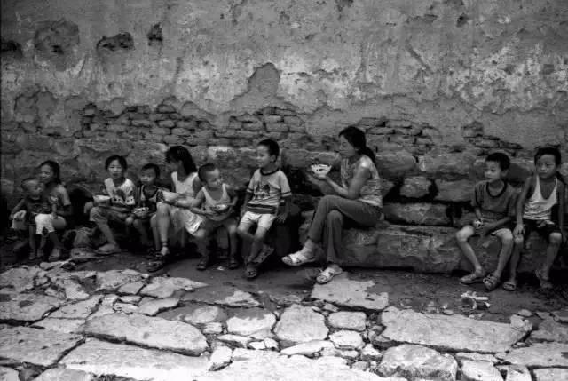 图集|一组夏天吃饭的老照片,能勾起多少人感慨?