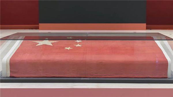 """国博新展""""屹立东方"""":有第一面五星红旗,也有《开国大典》"""