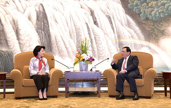<b>上海市委书记李强会见香港客人:为共创美好明天发挥积极作用</b>