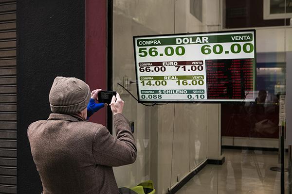 阿根廷总统初选意外大败货币暴跌,巴西总统:别成委内瑞拉