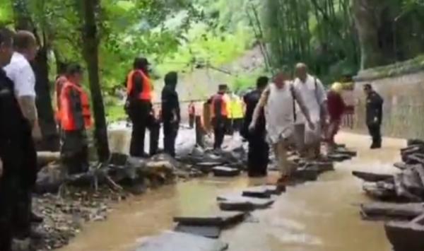 千年古刹天童寺受台风影响遭遇罕见山洪,暂停开放至16日