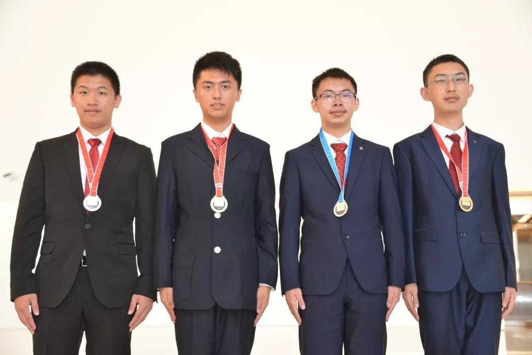 第31届国际信息学奥林匹克竞赛中国队选手力夺3金1银