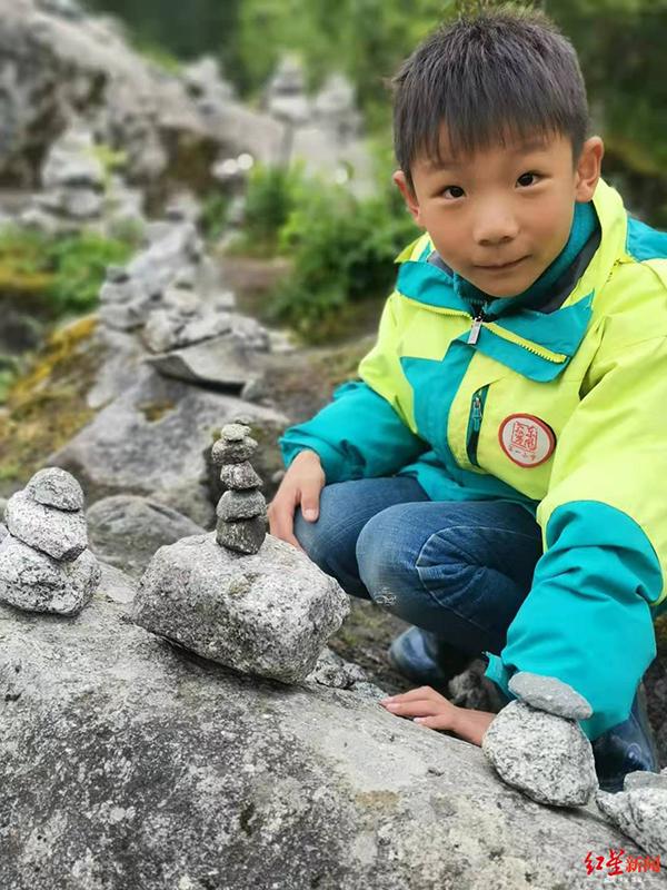 8岁男孩在四川海螺沟失联已逾12日,父母悬赏10万元寻人