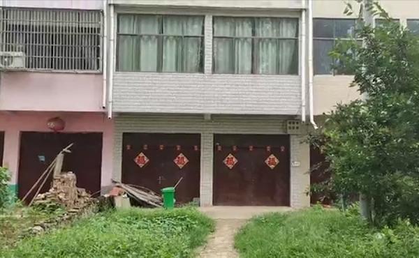 探访北大退档后补录考生老家:留守在家,邻居说他学习用功