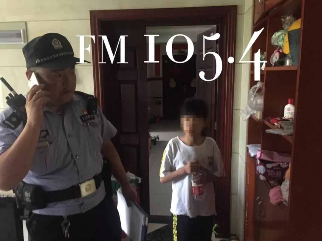 不做作业被妈妈拒之门外民警出面也不开,十岁娃派出所住一晚