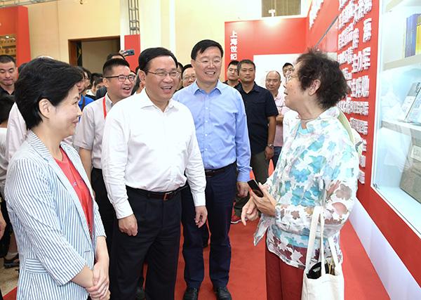 李强参观上海书展:多出好书和精品,营造更浓厚书香社会氛围
