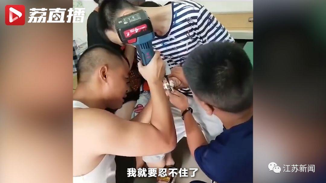 湖南话痨萌娃遇上消防员:我还是个小孩,要怎么勇敢嘛?