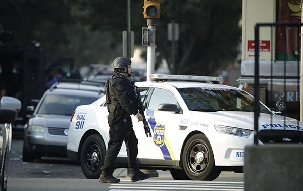 <b>美国费城枪击案仍在持续:已有6名警察中枪,2警察被困</b>