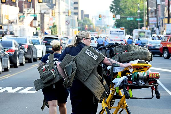 美国费城警方通报枪击案:担心出现人质事件,枪手仍无意投降