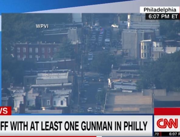 美国费城枪击案进展:警方与嫌犯通话,两名警察被救出