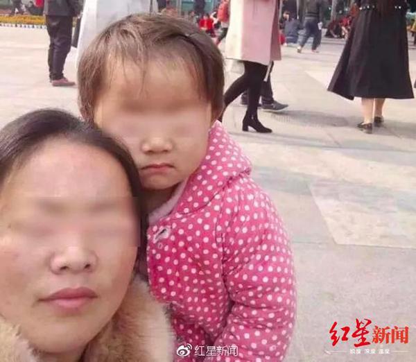 作家陈岚发36条微博谈庭审,眼癌女童家眷律师:她在带节拍