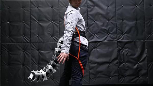 """日研究团队发明机械仿生""""人尾"""",可帮助病患或老人保持平衡"""