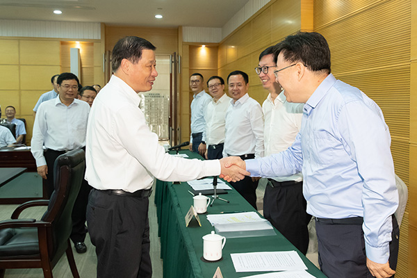 上海市政府常务会议首次邀请公众代表列席
